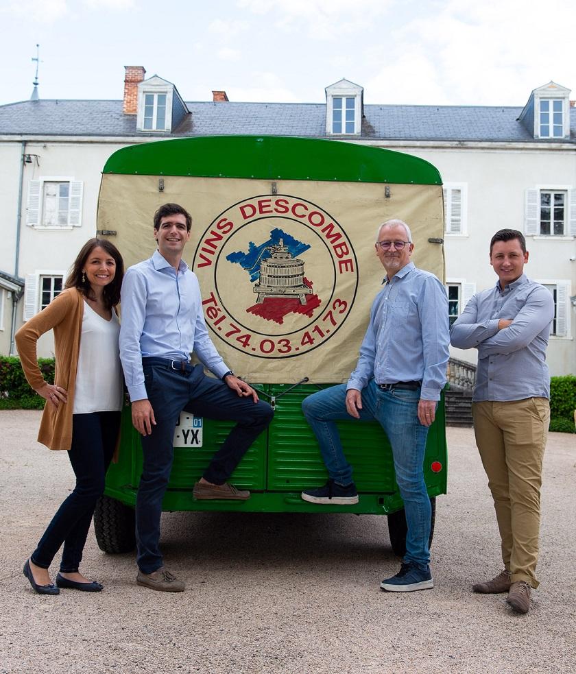 https://www.descombe.com/assets/img/famille/Famille Descombe ; Marine, Kevin, Florent et Francois. Domaine familial Beaujolais.